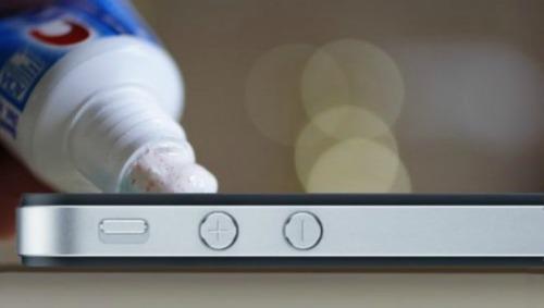 8 mẹo giúp xóa vết xước trên điện thoại dễ dàng nhất