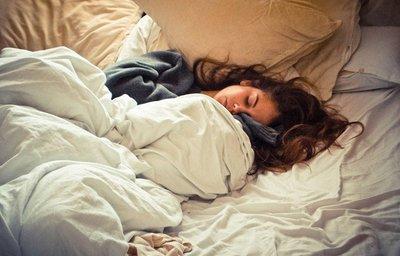 Những thói quen khi đi ngủ khiến cơ thể ngày càng Yếu