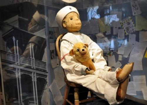 Bí ẩn về con búp bê bị ma ám Robert trong bảo tàng Mỹ